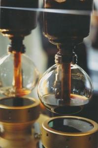blue-bottle-vaccuum-coffee-maker1