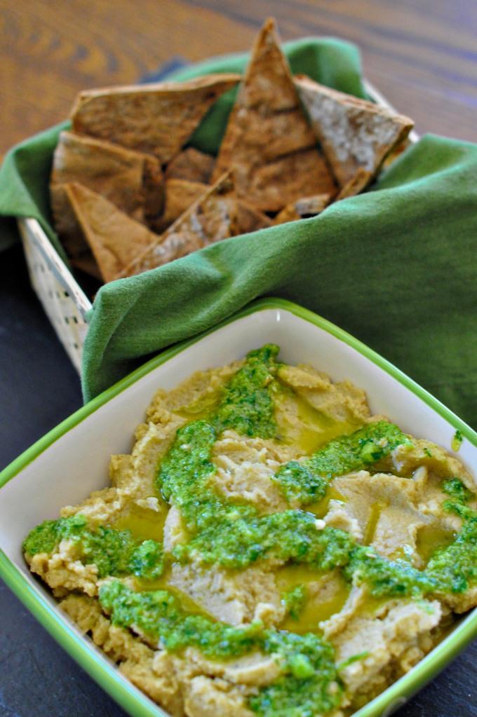 hummus with pita chips 1